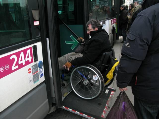 パリの路線バス