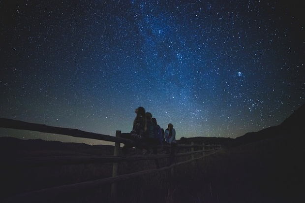 star-gazing-1149228_640_Fotor.jpg