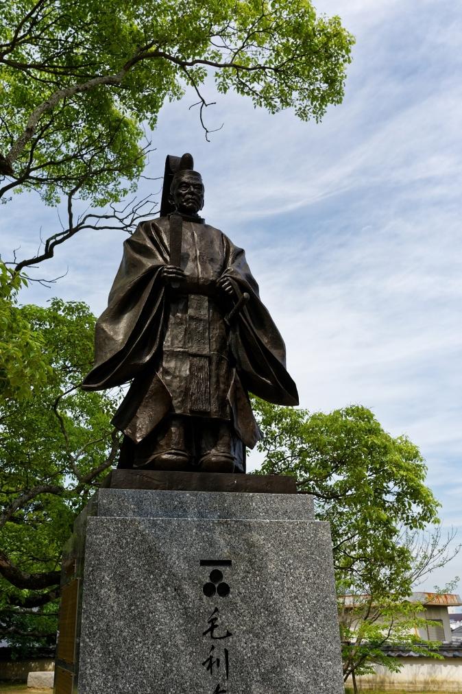毛利秀元の像