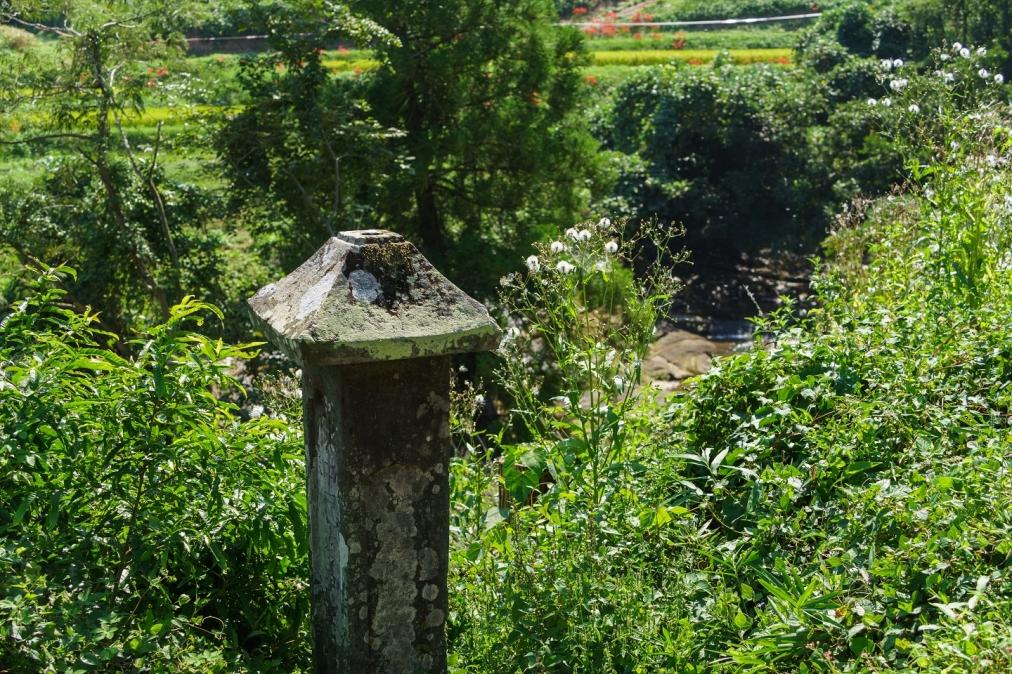 緒方町馬背畑の石塔