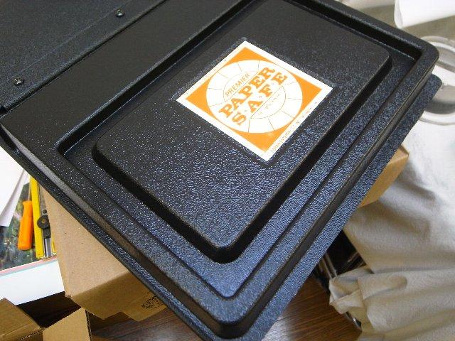 暗室の必需品ペーパーセーフ
