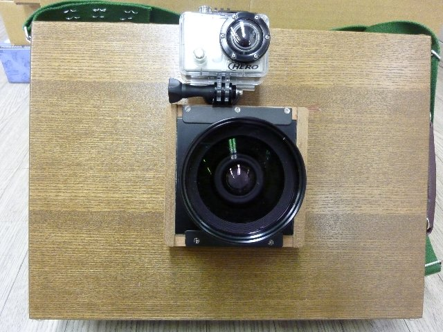 ハンディ8×10カメラとGopro HEROビデオカメラ