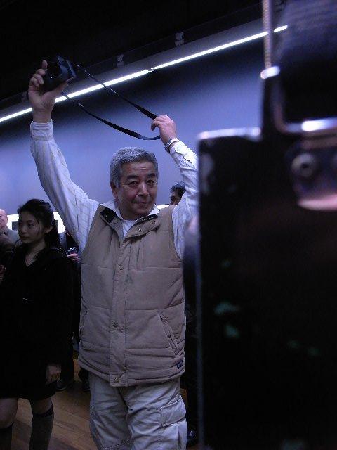 高木松寿さんとシガーボックスカメラ