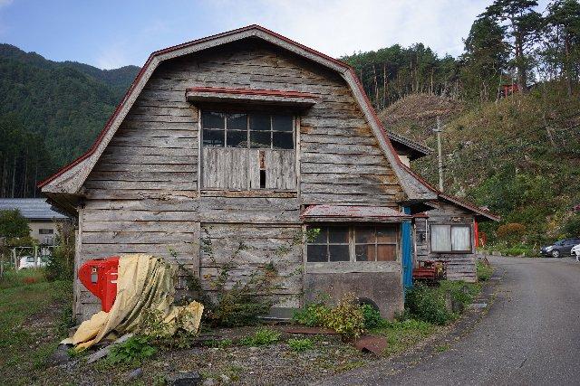 伝承館の裏の小屋