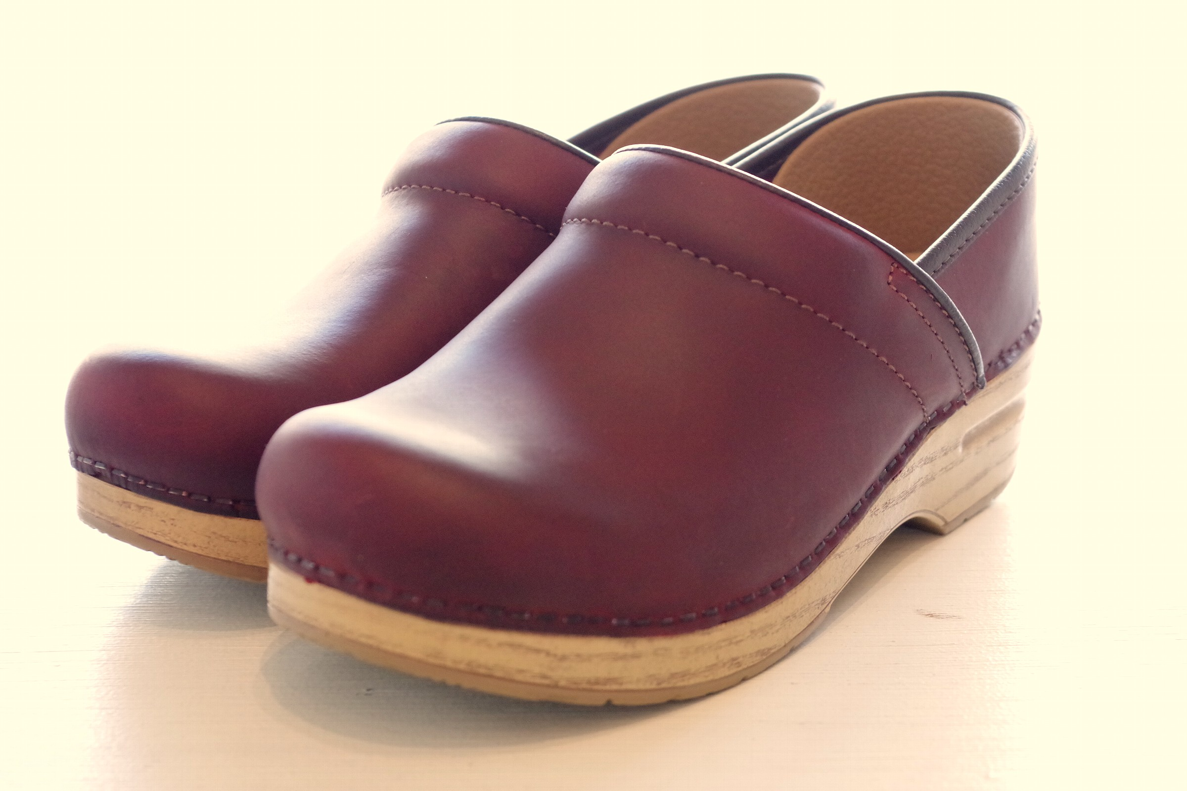 Professional RedOiled/Natural Sole size:36-42 24,000-(w/o tax)