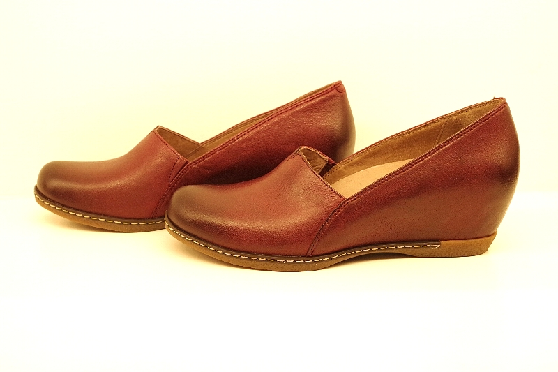 Liliana Wine Burnished Nubuck.jpg