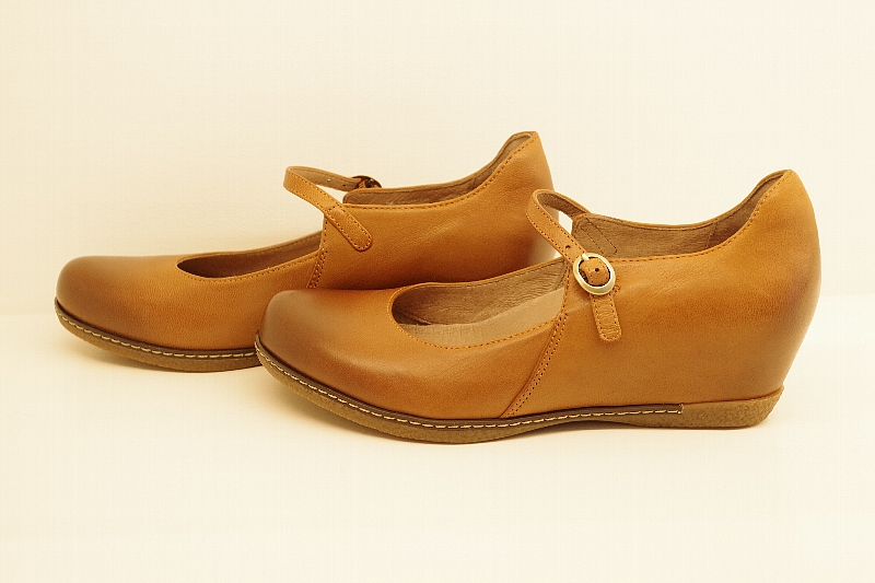 Loralie Saddle Burnished Nubuck.jpg