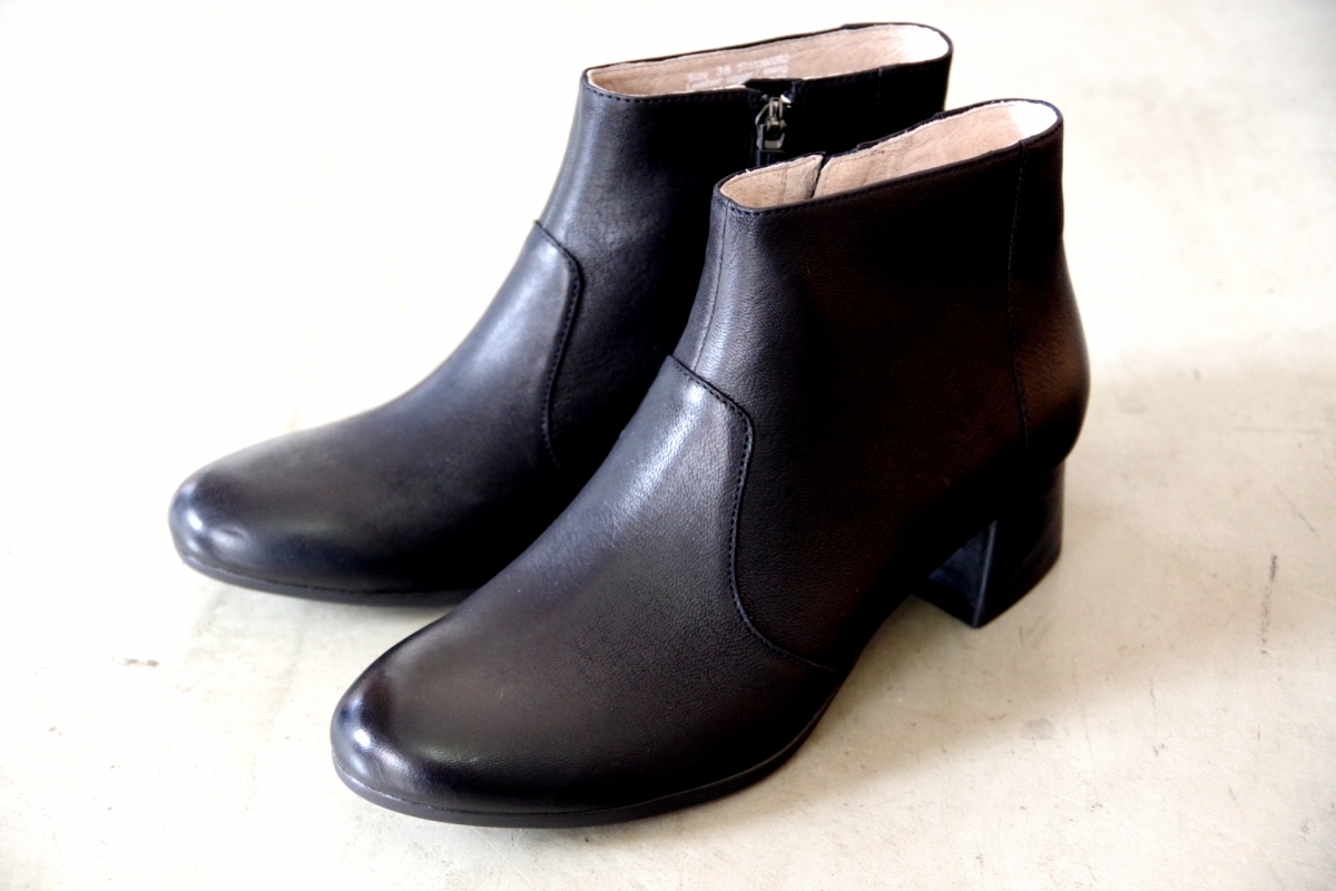 Petra Black Burnished Nubuck