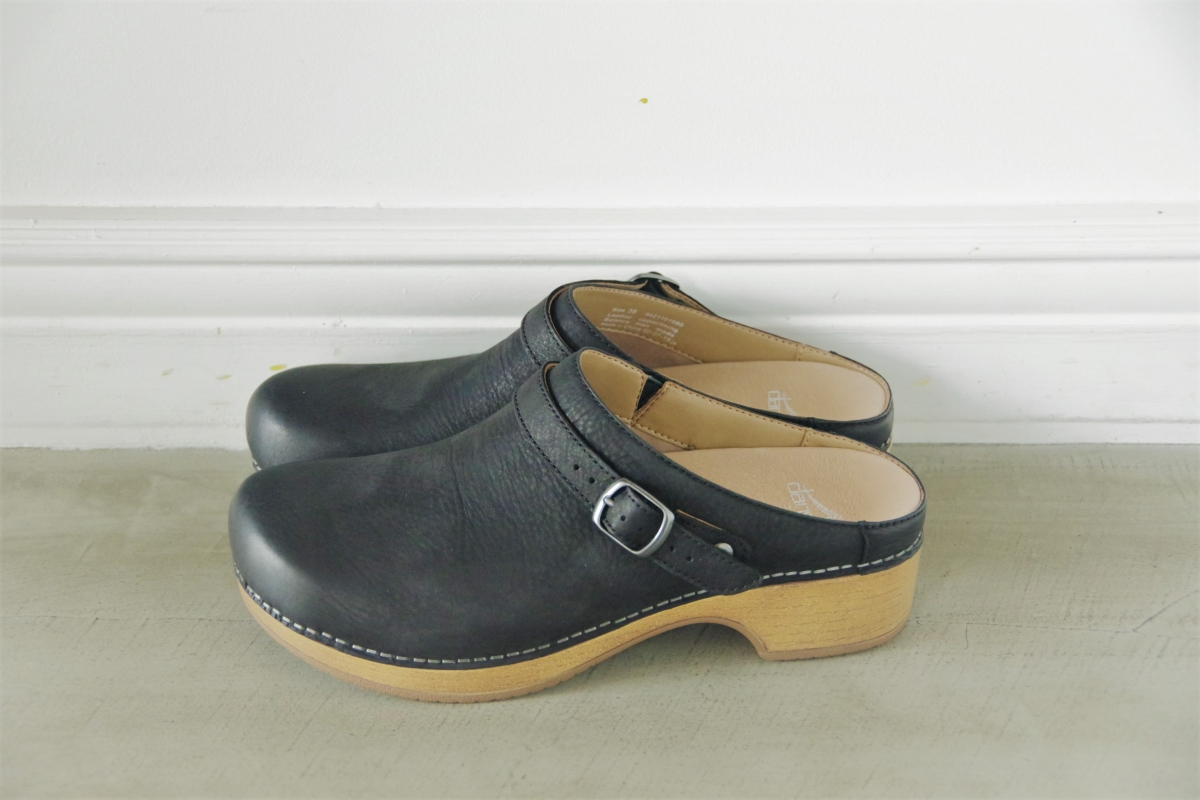 Berry Black Burnished Nubuck 24