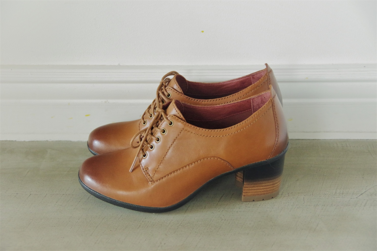 Pennie Pecan Waterproof Burnished 27