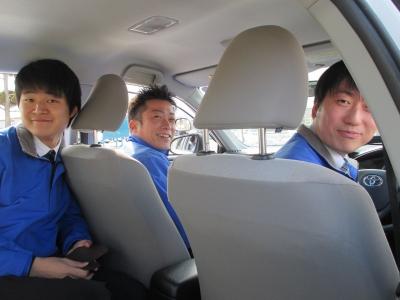 職員と教習車3