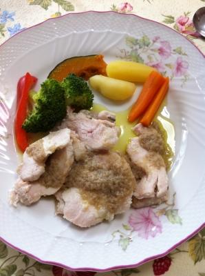 温野菜と鶏むね肉のアンチョビソース