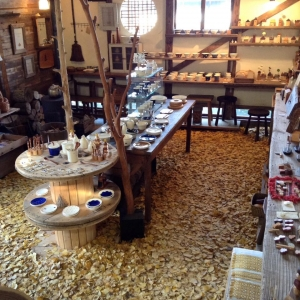 ユリイカ 凸凸製作所 よぎみちこ イチョウの絨毯 愛媛 新居浜 木工