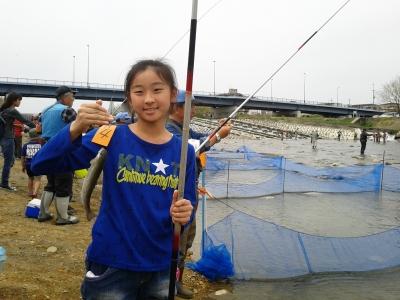 マス釣り女の子横