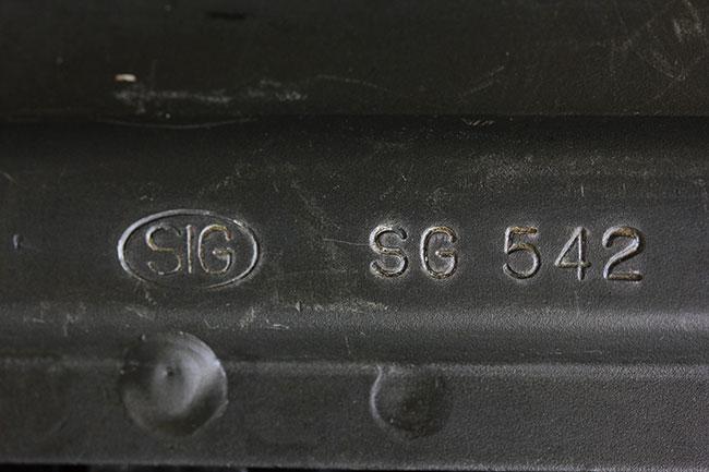【152】SIG-SG542-空挺用自動小銃-(#30153)刻印.jpg