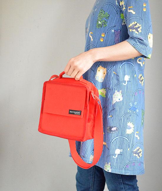マリメッコの赤いバッグ