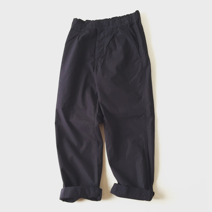 MHL./FINE COMPACT COTTON POPLIN TROUSERS