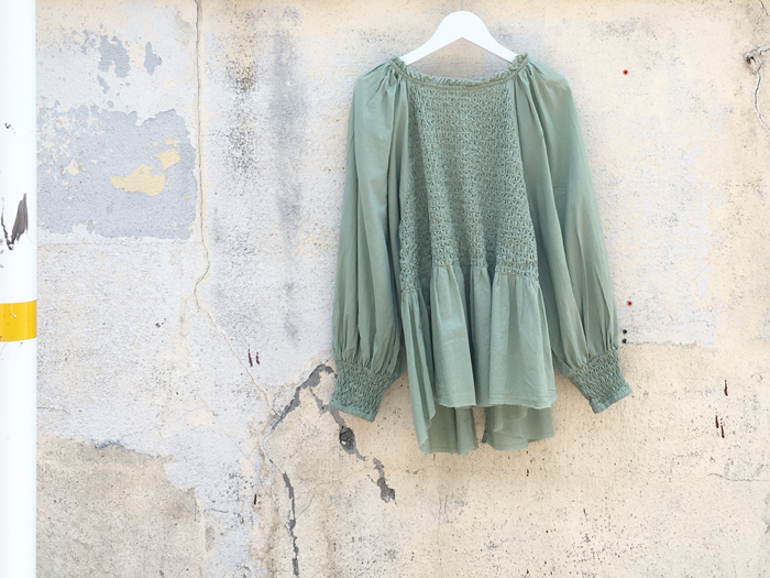 KiiRA/SMOCKING BK OPEN BLOUSE