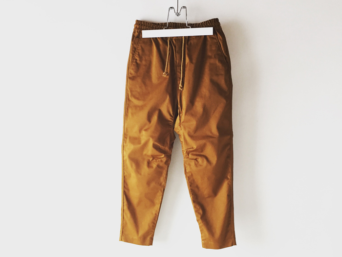 White Mountaineering/TWILL STRETCHED DARTED PANTS