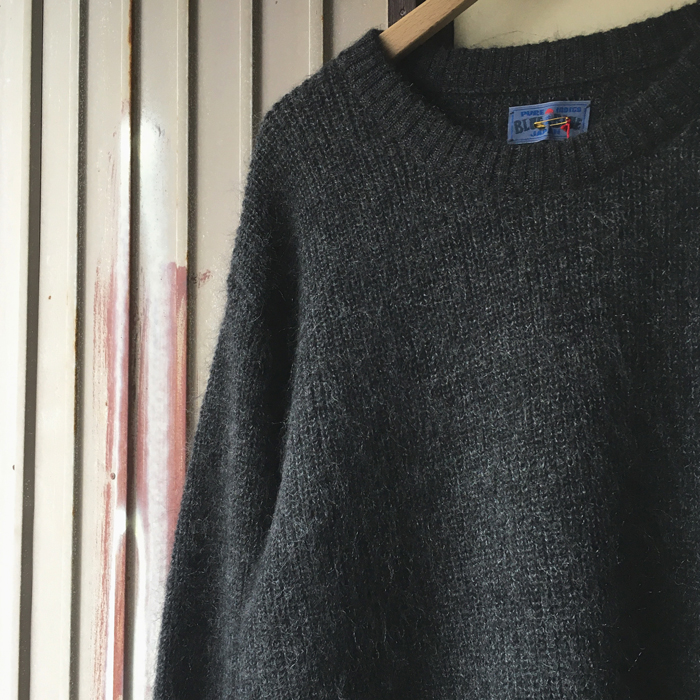 BLUE BLUE JAPAN/LONG HAIR MOHAIR OVERSIZE U-NECK SWEATER