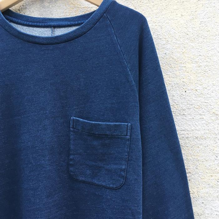 BLUE BLUE JAPAN/INDIGO BACK PILE SPLIT BACK RAGLAN SWEAT