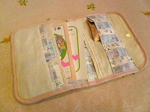 母子手帳ケース 中の左側