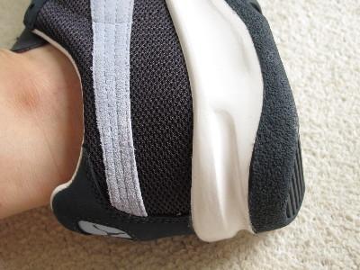 プーマのスニーカーは踵が厚い