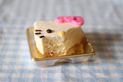 キティーちゃんチーズケーキフォーク断面部分