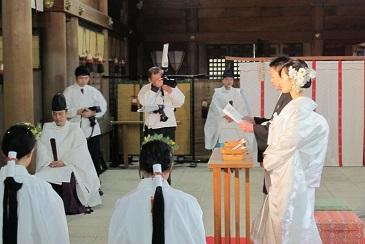 吉備津彦神社の挙式中です