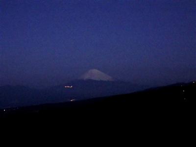 夜明け前の富士山〜!