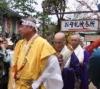 山伏の後に僧侶が続きます