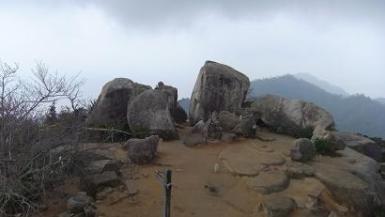 頂上の大岩
