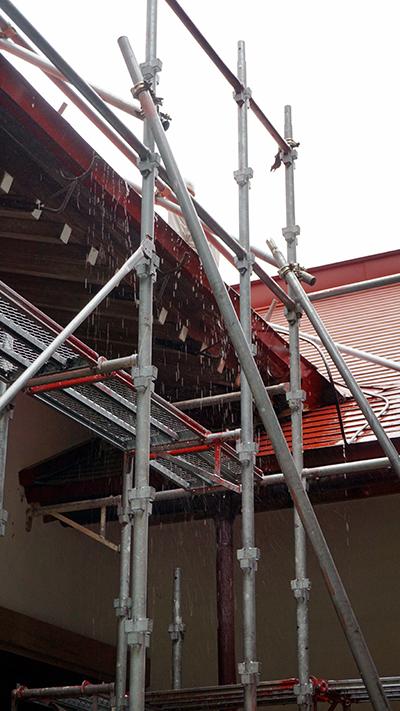 屋根洗浄の水