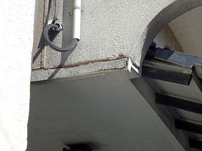 屋根と壁のつなぎ目