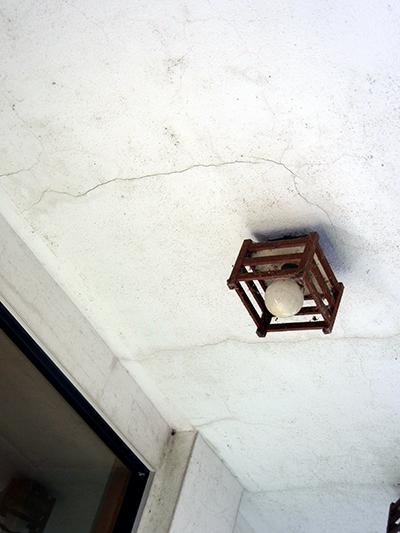 天井のヒビ
