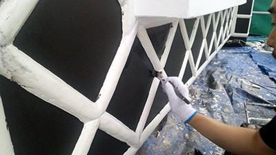なまこ壁の塗装(刷毛)