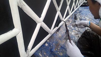 なまこ壁の塗装(ローラー)