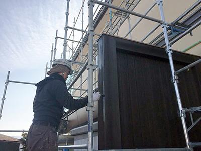 木部の塗装作業