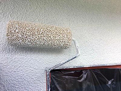 バルーンウォール外壁下塗りのローラー