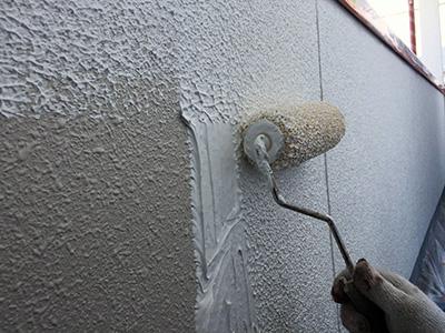 外壁塗装下塗り2(バルーンウォール)