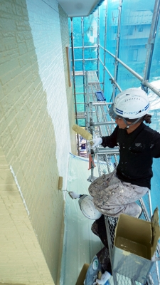 外壁中塗り作業