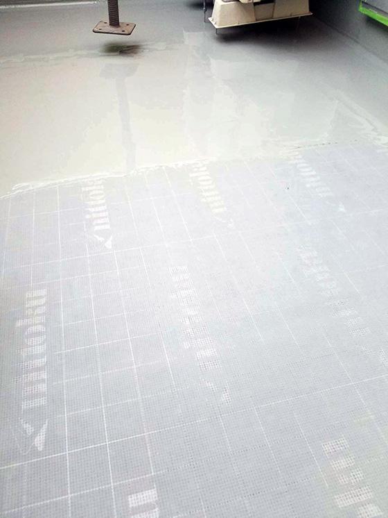 べランダ床ウレタン絶縁工法 ウレタン1層目