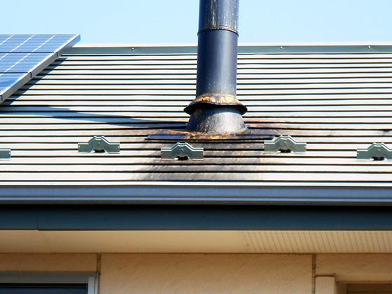 施工前外観3 屋根煙突周り