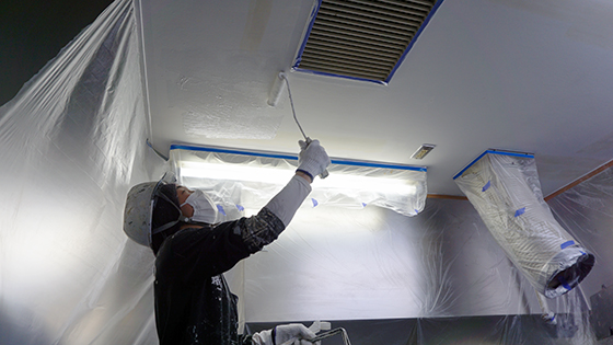天井中塗り1