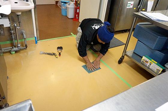 床防水(やすり掛け)