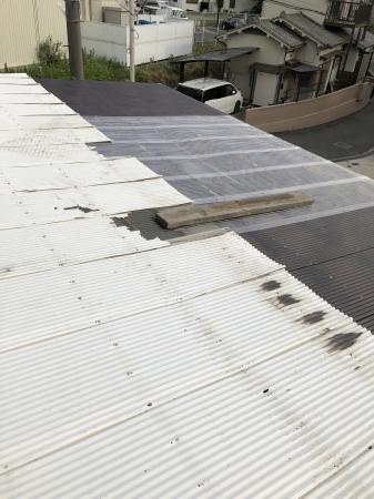 屋根修理中