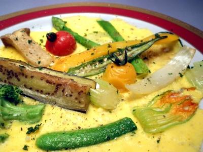 野菜をフライパンで焼いて、そのまま卵でとじます。結婚式二次会は福岡の夜景の新名所カチョエペペで!