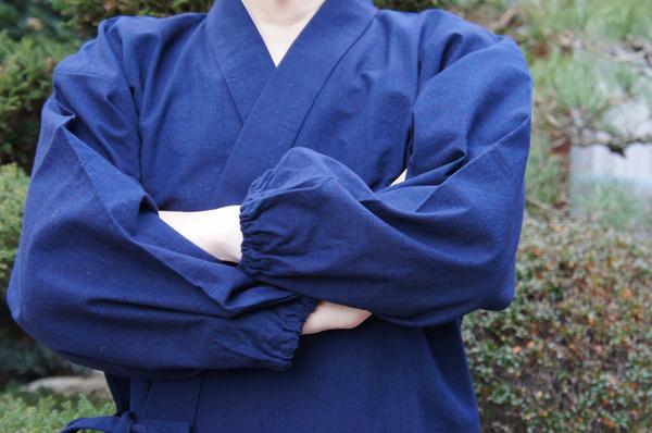 日本製の藍染め作務衣