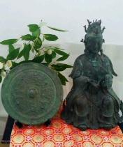 西王母像と神鏡