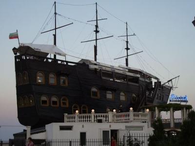 ブルガリア 船のレストラン